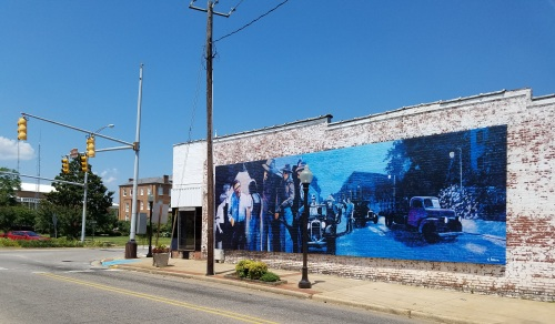 Mural of a scene from To Kill a Mockinbird. This is on the west wall of a building south of Old Courthouse, which is at left side of this pic.